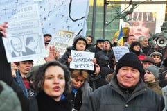 Protesta de Bucarest - cuadrado 6 de la universidad Fotografía de archivo