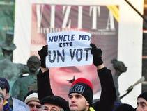 Protesta de Bucarest - cuadrado 8 de la universidad Fotografía de archivo