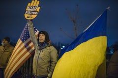 Protesta de la gente delante del parlamento rumano Foto de archivo libre de regalías