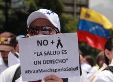 Protesta de los venezolanos sobre escaseces de la medicina Imagen de archivo libre de regalías