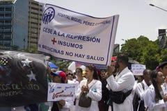 Protesta de los venezolanos sobre escaseces de la medicina Foto de archivo libre de regalías