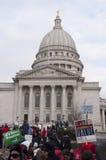Protesta de trabajo de la unión en el edificio de capital Imagen de archivo