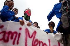 Protesta del estudiante contra la subida del precio del petróleo Fotos de archivo