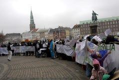 PROTESTA EFECTUADA SOMALIES CONTRA LEYES DANESAS DE LOS REFUGIADOS Imagen de archivo