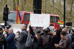 Protesta fuera Dorchester hotel Londres del 6 de abril de 2019 fotos de archivo libres de regalías