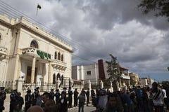 Protesta libia de la embajada imagenes de archivo