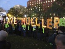 Protesta per conservare Robert Mueller immagini stock
