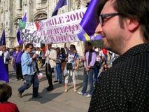 PROTESTA POLÍTICA DEL DÍA DE LA LIBERACIÓN. MILANO, ITALIA Imagen de archivo libre de regalías