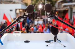 Protesta politica - alto vicino del microfono Immagini Stock Libere da Diritti