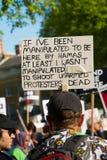 Protestacyjne wiadomości przy Gaza: Zatrzymuje masakra wiec w Whitehall, Londyn, UK zdjęcia royalty free