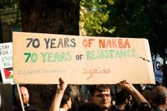 Protestacyjne wiadomości przy Gaza: Zatrzymuje masakra wiec w Whitehall, Londyn, UK obrazy royalty free