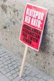 Protestacyjnego szyldowego plakata NATO-wska zlotna demonstracja przeciw NATO-WSKIEMU Obrazy Stock