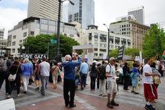 Protestadores com sinal de Gaza das economias Fotografia de Stock Royalty Free