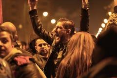 Protestadores dos milhares em Bucareste fotos de stock
