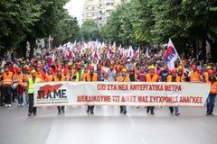 Protestadores durante uma greve geral nacional em Tessalónica Foto de Stock Royalty Free