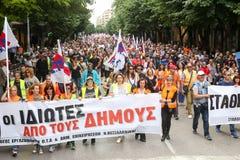 Protestadores durante uma greve geral nacional em Tessalónica Imagens de Stock