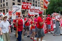 Protestadores março para a cadeia de Hennepin County imagens de stock