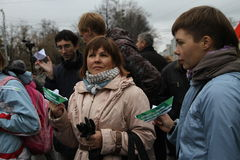 Protestadores não identificados apoiados pelo grupo de Imagens de Stock