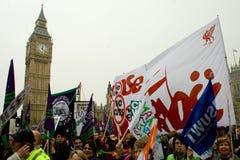 Protestadores nas casas do parlamento fotos de stock