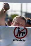 Protestadores no orgulho alegre em Riga 2008 Imagem de Stock