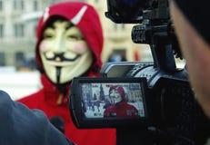 Protestant de Anonymus contra ACTA Imágenes de archivo libres de regalías
