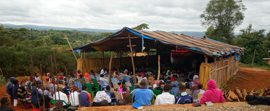 Protestantische Kirche in Tansania stockfotos