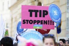 Protestas contra TTIP en ciudades austríacas Imagenes de archivo