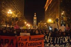 Protestas de la decisión de Ferguson en San Francisco Union Square Imágenes de archivo libres de regalías
