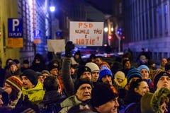 2017 - Protestas de los rumanos contra plan del perdón del preso Brasov, Foto de archivo