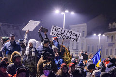 2017 - Protestas de los rumanos contra plan del perdón del preso Brasov, Foto de archivo libre de regalías