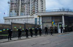 Protestas de patriotas ucranianos cerca del consulado general de la Federación Rusa en Odessa contra la agresión de Rusia fotografía de archivo