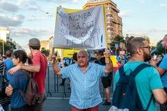 Protestas en Bucarest Rumania contra el gobierno corrupto - agosto/11/2018 fotos de archivo