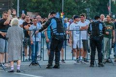 Protestas en Bucarest Rumania contra el gobierno corrupto - agosto/11/2018 imagen de archivo