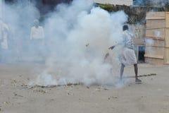 Protestas musulmanes en la India con los fuegos artificiales Imágenes de archivo libres de regalías