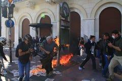 Protestataire sur l'incendie du coctail de molotov Photographie stock