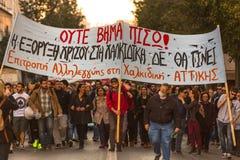 Protestataires d'anarchiste près d'université d'Athènes Photographie stock