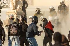 Protestataires d'anarchiste près d'université d'Athènes Image libre de droits