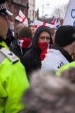 Protestatari di EDL sulla via Immagini Stock