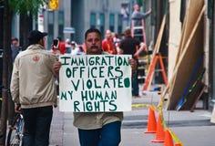 Protestateur G8/G20 sur la rue images stock