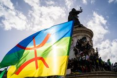 Protestation à Paris contre un cinquième mandat de Bouteflika de l'Algérie photographie stock