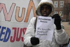 PROTESTATION ÉTAGÉE PAR SOMALIES CONTRE DES LOIS DANOISES DE RÉFUGIÉS photos libres de droits