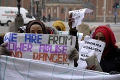 PROTESTATION ÉTAGÉE PAR SOMALIES CONTRE DES LOIS DANOISES DE RÉFUGIÉS image libre de droits