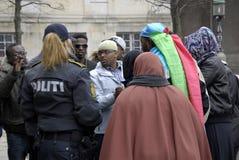 PROTESTATION ÉTAGÉE PAR SOMALIES CONTRE DES LOIS DANOISES DE RÉFUGIÉS photo stock