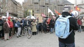 Protestation contre l'extension du 'état d'urgence' banque de vidéos