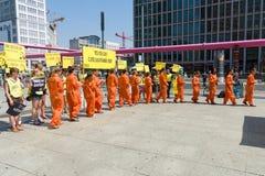 Protestation d'activistes d'Amnesty International chez Potsdamer Platz Images stock