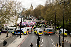 Protestation d'escorte de police march - Londres Images stock
