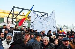 Protestation de Bucarest - grand dos 14 d'université Image stock