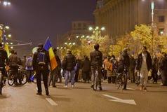 Protestation de Bucarest, modifiant les lois de la justice photos stock