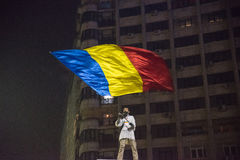 Protestation de Roumains contre le gouvernement photo stock