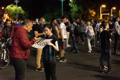 Protestation de Roumains devant le gouvernement Images libres de droits
